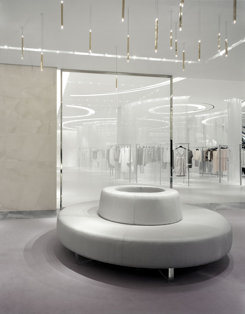 Holt-Renfrew_Designer-Floor_940