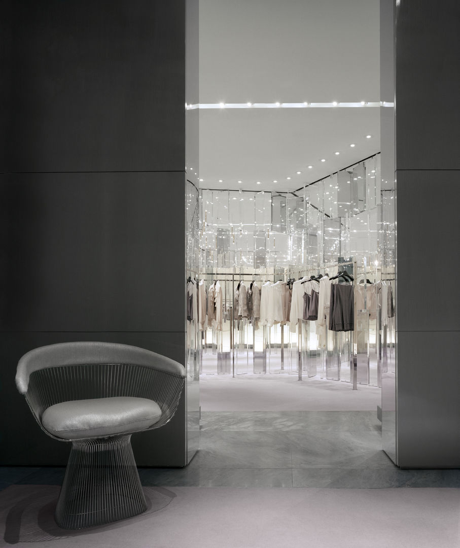 Holt-Renfrew_Designer-Floor_939
